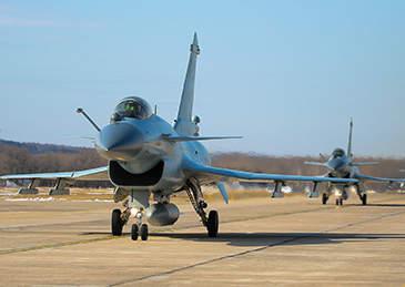空军首批歼-10飞行学员展翅蓝天,毕业即为三代机战斗员