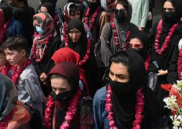 """英国同意""""接收""""35名阿富汗女足球员"""
